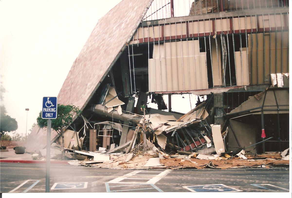 northridge earthquake The 1994 northridge earthquake occurred on january 17, at 4:30:55 am pst and had its epicenter in reseda, a neighborhood in the north-central san fernando valley region of los angeles, california.